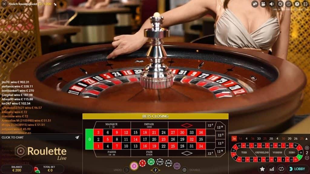 Het roulette balletje wordt afgeschoten in de roulette